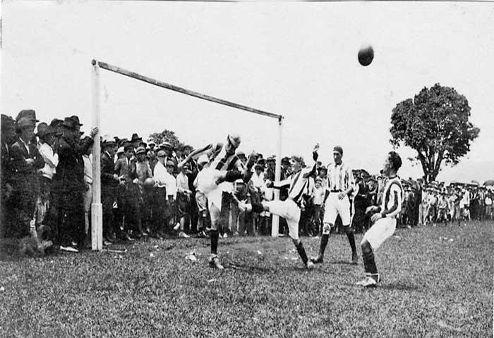Foto representativa del fútbol costarrisence en sus inicios