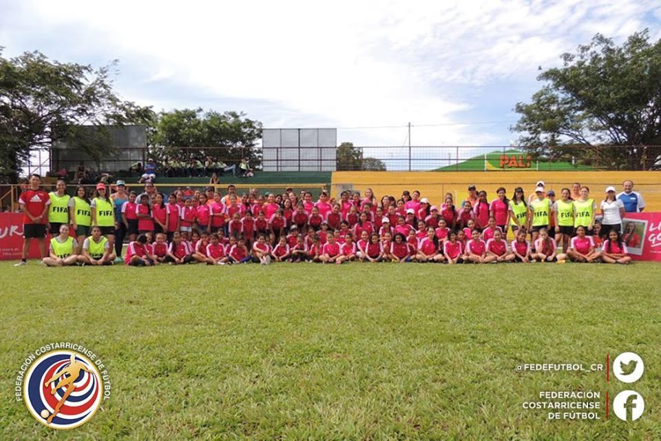 "130 niñas disfrutaron del ""Live Yours Goal"""
