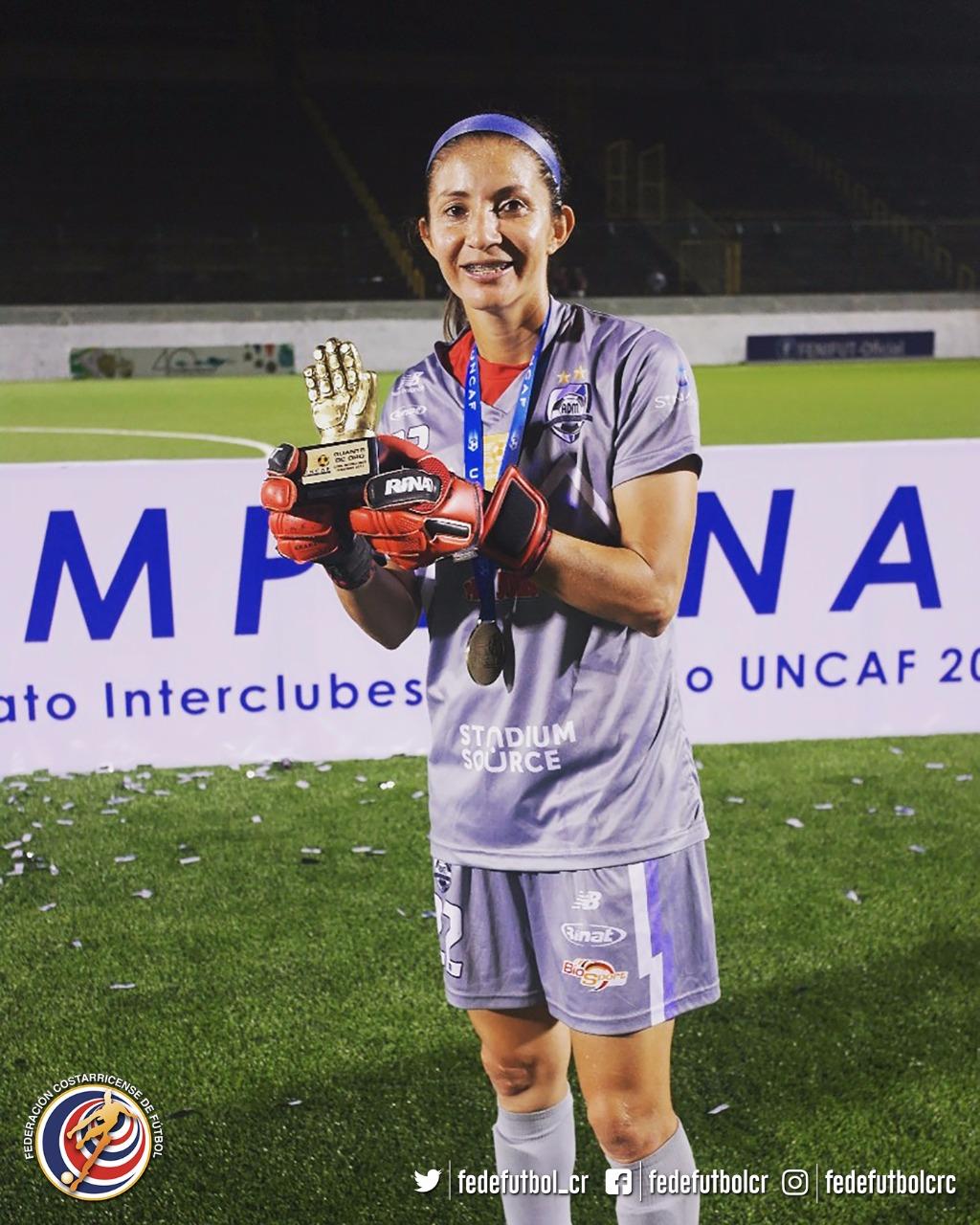 Dinnia Díaz engrandece al fútbol femenino tico