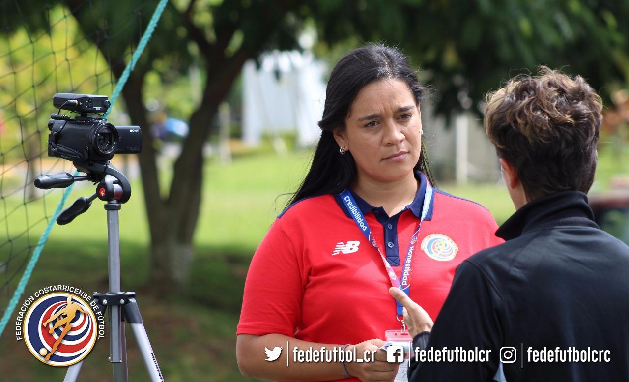 Gina Escobar, 15 años informando en la FEDEFUTBOL
