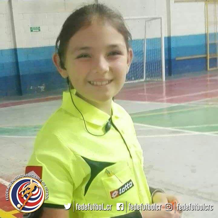 Mariana Prendas, la árbitra federada de menor edad del país