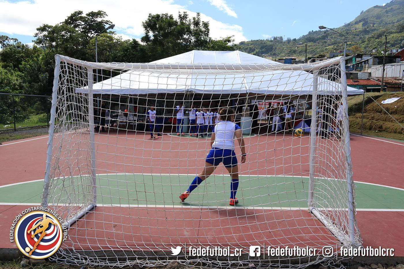 FEDEFUTBOL inaugura cancha en Tejarcillos