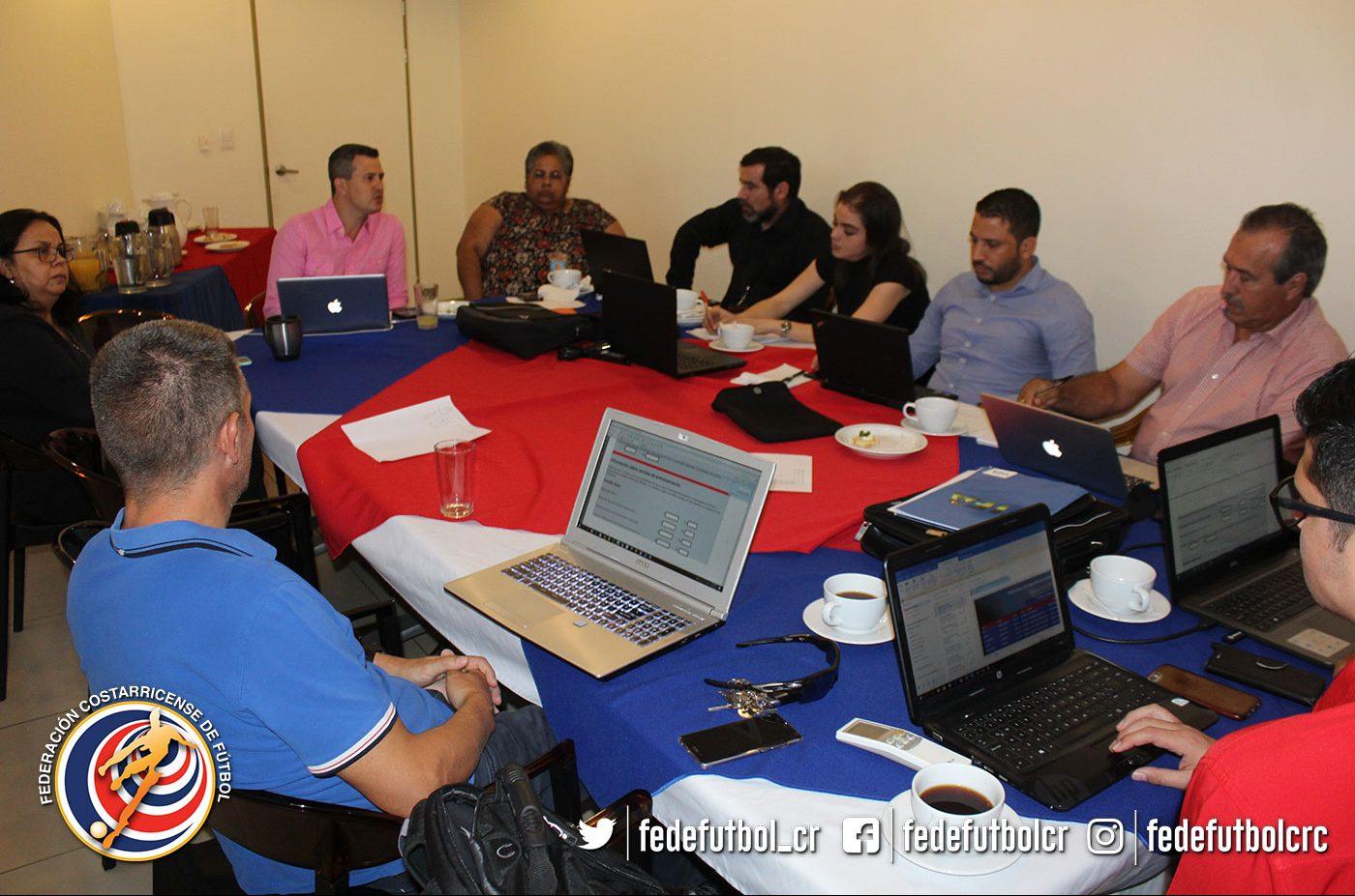 FEDEFUTBOL capacita a clubes para cumplir licenciamiento