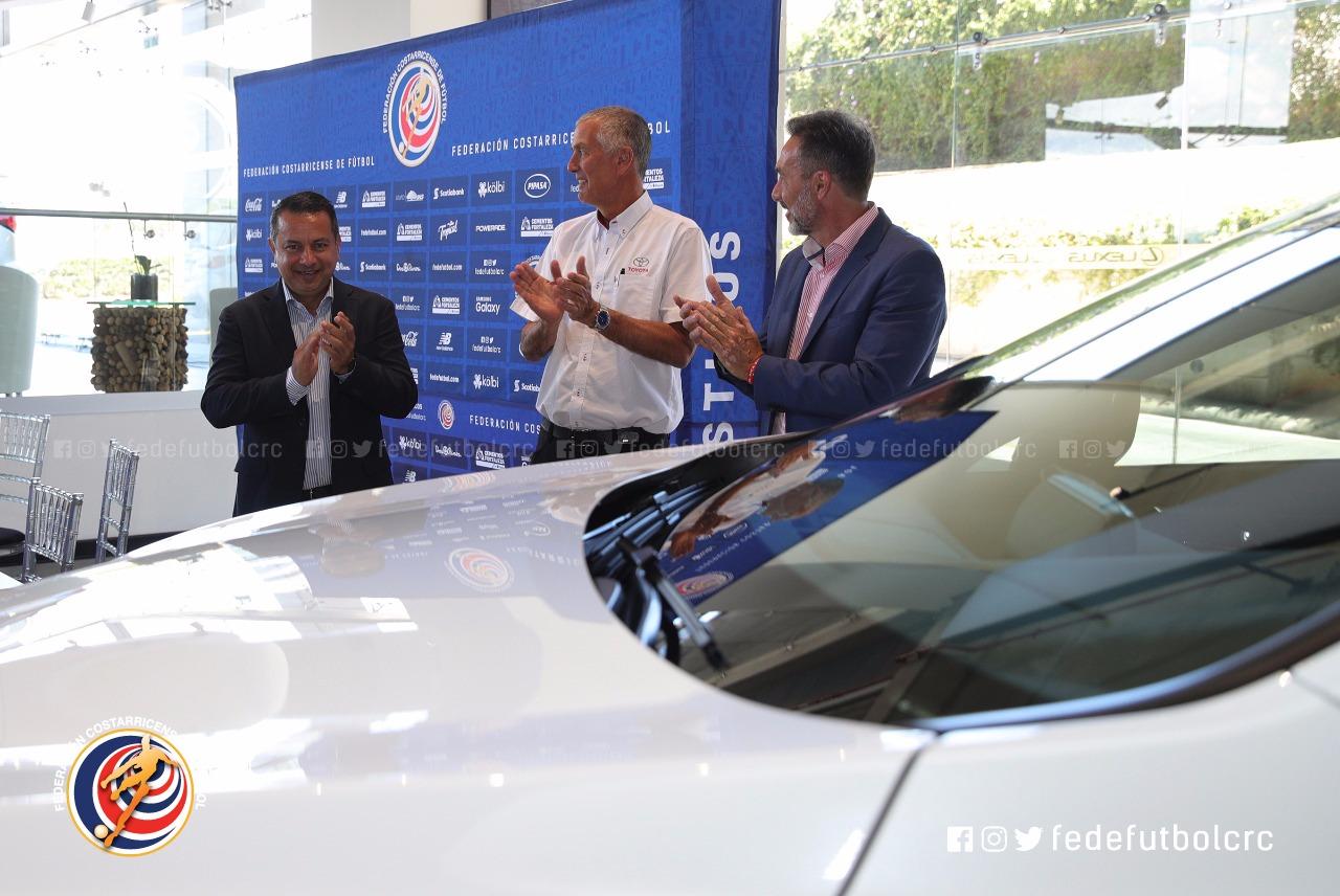 Gustavo Matosas viajará en un Lexus