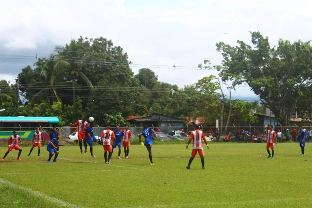 Barriada F.C. vs Limón F.C. reanudan el torneo de Primera División de LINAFA