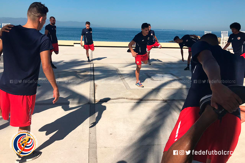 Sele de playa entrenó en Puerto Vallarta
