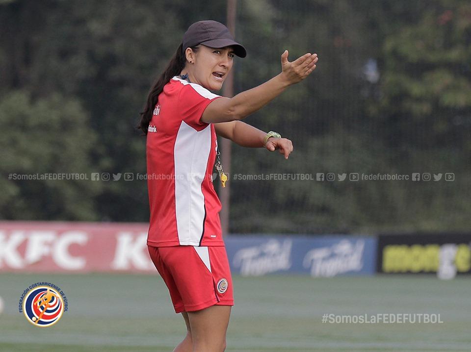 """Amelia Valverde: """"Es fundamental darle seguimiento a todas las jugadoras"""""""
