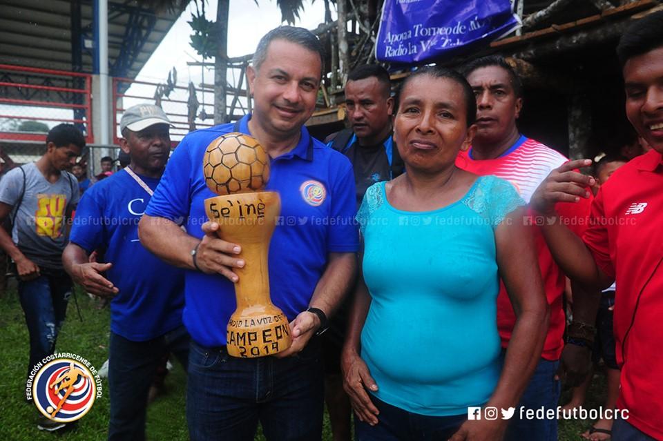 Entregamos más de 2500 artículos deportivos a las comunidades de Talamanca