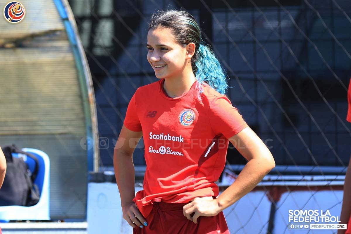 Entre colores, atletismo y pasión por el fútbol: Ella es María Laura Vargas
