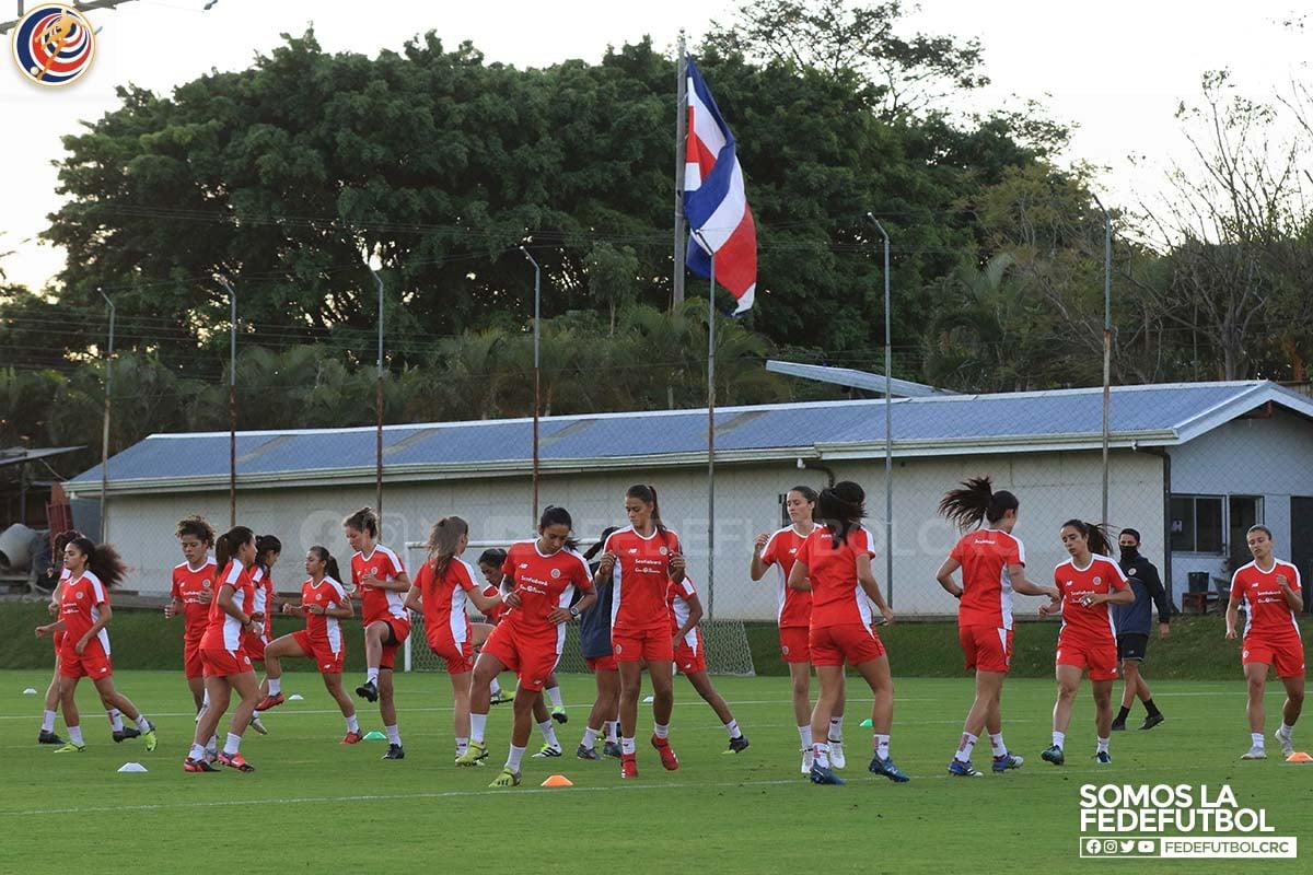 Competencia fuerte y entrenamientos intensos en la Selección Femenina
