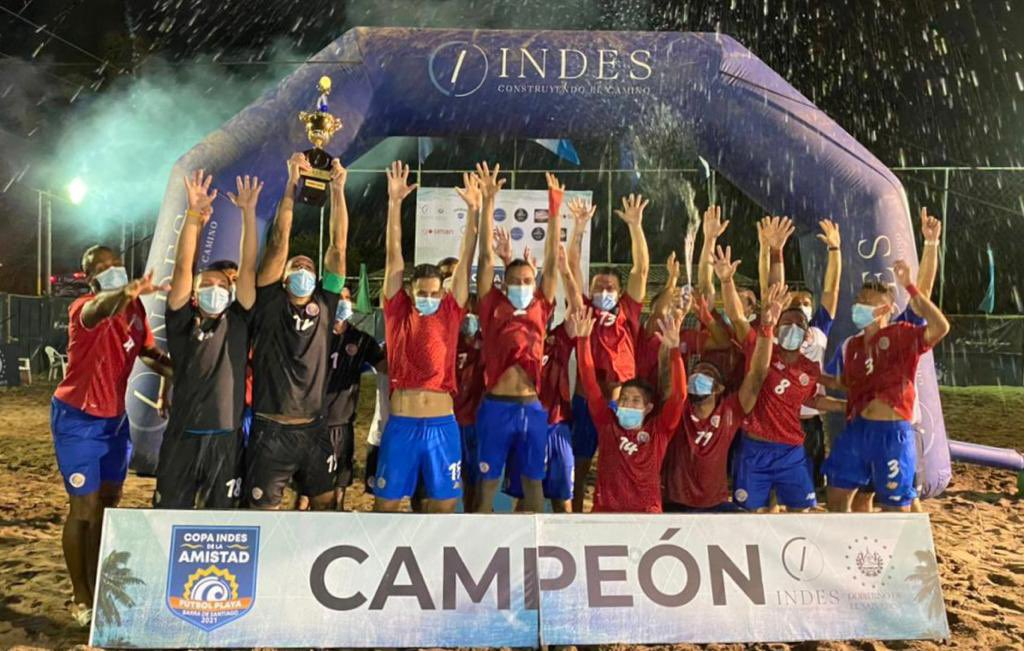 La Sele de playa se consagra campeona en El Salvador